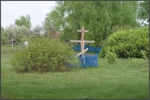 Крест на месте где стояла церковь, которую сожгли Советские войска при освобождении села в 1943 году. Предполагается на этом же месте начать строительство новой церкви для сельских прихожан. (фото Г.Тарнавского)